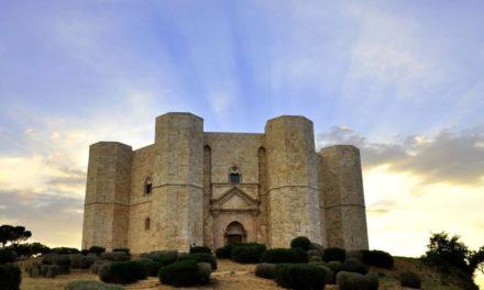 Il linguaggio della pietra levigata: castel del monte